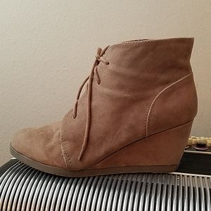 CUTE MADDEN GIRL TAUPE FAUX SUEDE WEDGE BOOTIES